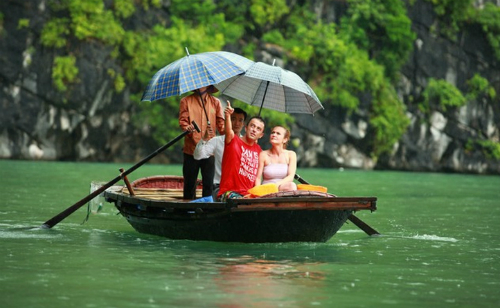 Việt Nam tính miễn visa cho nhiều nước để hút khách du lịch