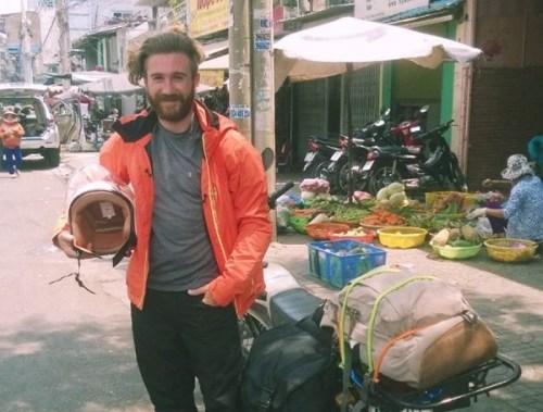 Học được những gì sau sự cố đánh mất túi đồ ở Việt Nam của một du khách Tây?