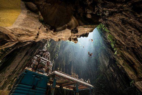 Chốn thiêng ẩn mình trong động Batu ở Malaysia