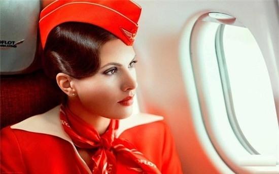 """Hé lộ """"mặt tối"""" của nghề tiếp viên hàng không"""