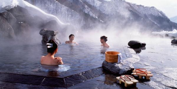 """Khu """"tắm tiên"""" tại Nhật phải đóng cửa vì khách sex... quá đà"""