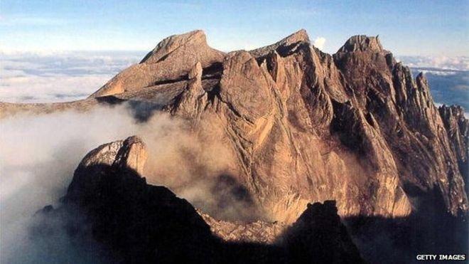 Malaysia đổ lỗi du khách khỏa thân gây ra động đất ở núi Kinabalu
