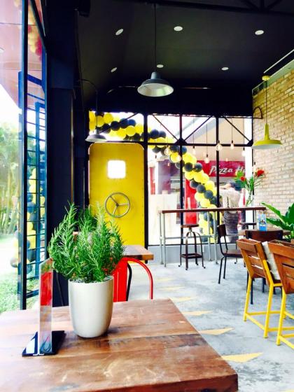 Quán cà phê phong cách nhà chờ sân bay ở Sài Gòn