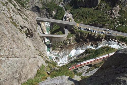 Rùng rợn cây cầu của quỷ được xây bằng linh hồn người sống ở Thụy Sĩ