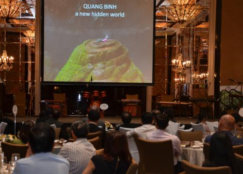 Sơn Đoòng gây ấn tượng mạnh tại Singapore