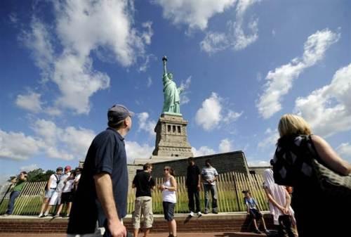 Vì sao Nữ thần Tự do New York có màu xanh
