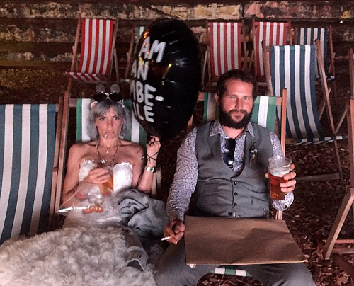Cặp vợ chồng chọn 'địa ngục' để hưởng trăng mật