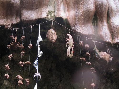 Câu chuyện về đứa con của ả gái điếm và giếng hóa đá ở Anh
