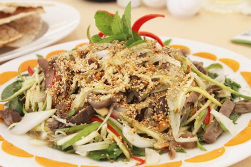 Đặc sản gỏi bao tử cá ngừ đại dương ở Phú Yên