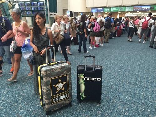 Quảng cáo du lịch bằng cách tặng valy cho hành khách