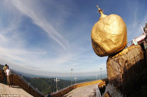 Tảng đá vàng phá vỡ mọi nguyên tắc trọng lực