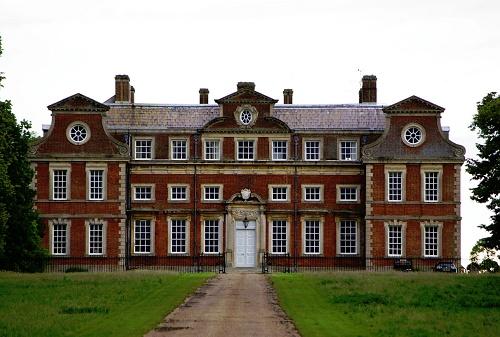 Bóng ma ám ảnh tòa nhà nổi tiếng nước Anh