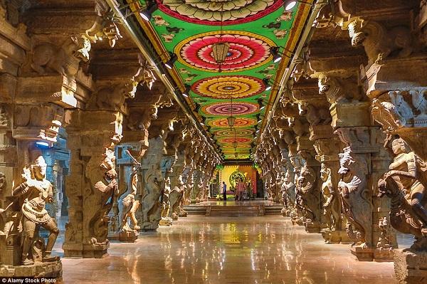 Cận cảnh ngôi đền Meenakshi 'màu mè' và lâu đời nhất Ấn Độ