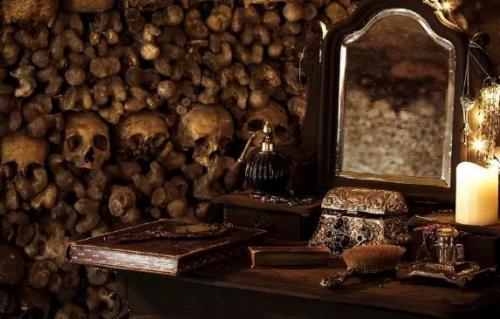 Dịch vụ ngủ đêm trong hầm mộ với 6 triệu bộ xương ở Paris