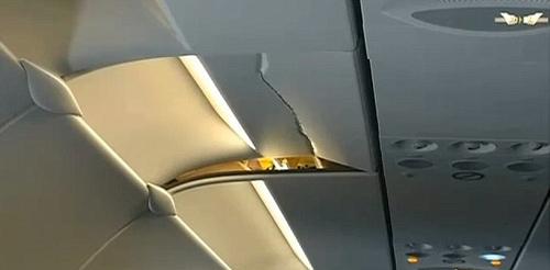 Du khách ngủ gật văng khỏi ghế làm nứt trần máy bay