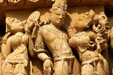 Những bức tượng 'nhạy cảm' ở đền Khajuraho, Ấn Độ