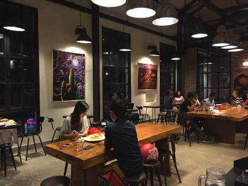 Quán cà phê như một công xưởng ở Sài Gòn