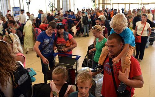 Du khách bị trì hoãn kế hoạch trở về nhà từ Ai Cập