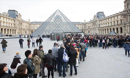Du khách châu Á chùn bước tới Paris