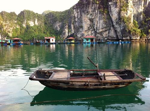 Ghé thăm làng chài bình dị trên vịnh Bái Tử Long