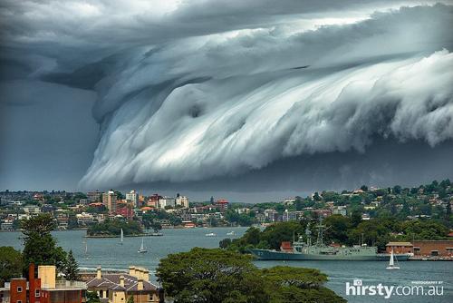 'Sóng thần' kéo về trên bầu trời Sydney