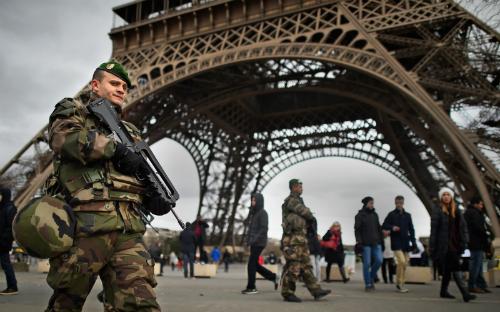 Tháp Eiffel, bảo tàng Louvre đóng cửa sau khủng bố Paris