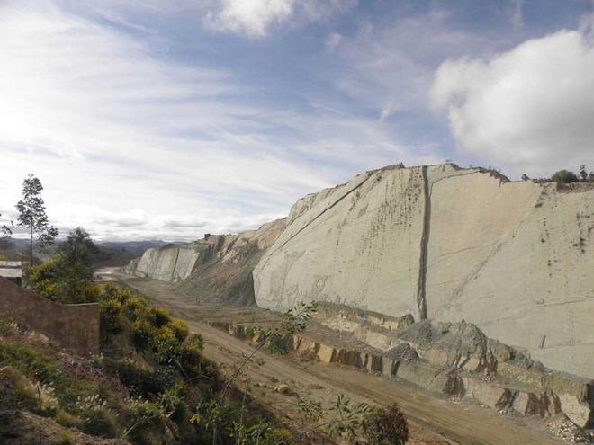 Bức tường đá in dấu 5.000 vết chân khủng long