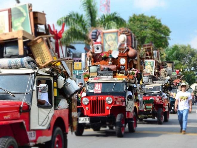 Cuộc diễu hành của những chiếc xe jeep