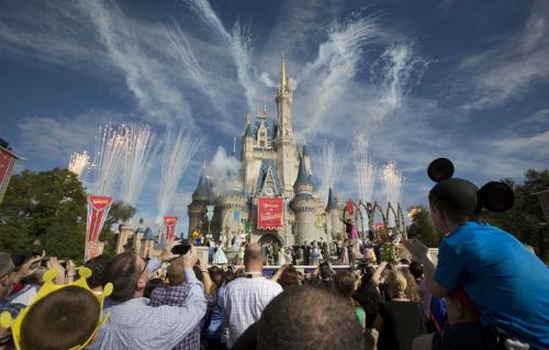 Disney cấm súng đồ chơi và đồ hóa trang nhằm chống khủng bố
