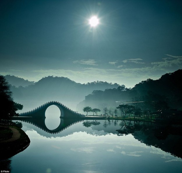Du lịch qua ảnh: 10 cây cầu nổi tiếng đẹp như trong cổ tích
