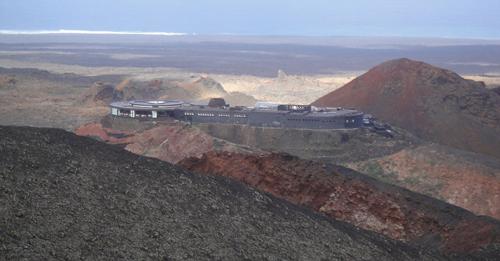 Món thịt nướng trên miệng núi lửa đang hoạt động