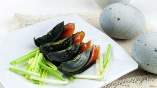 Món trứng đen 500 năm tuổi ở Trung Quốc