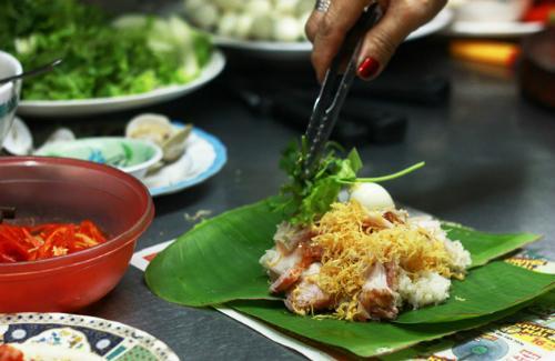 Những hàng xôi đêm nhất định phải thử ở Sài Gòn