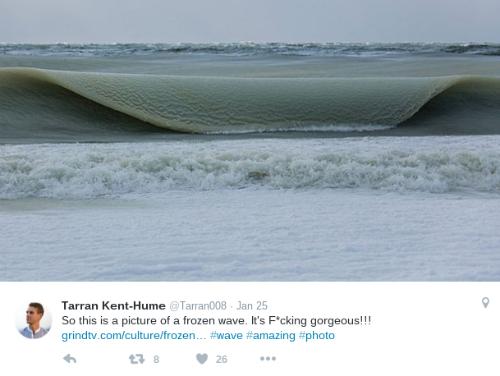 Ngọn sóng bị đóng băng đặc sệt như kem