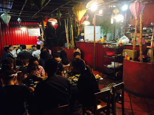 Quán ốc trên tầng thượng hút khách Sài Gòn