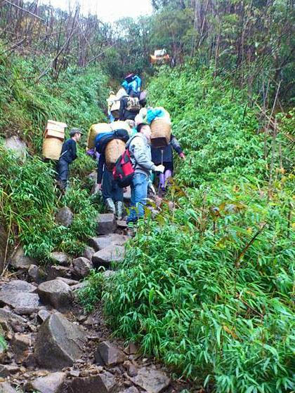 Khách leo Fansipan bằng đường bộ vẫn tăng dù có cáp treo