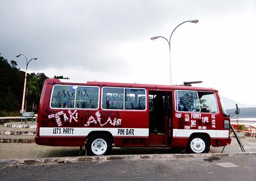 Lên xe bus quán bar ngắm hồ Tuyền Lâm - Đà Lạt
