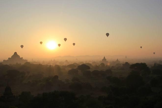 Bagan đẹp cổ kính trong ánh bình minh