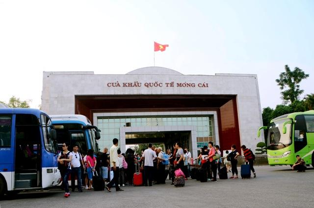 Các cửa khẩu quốc tế hút du khách