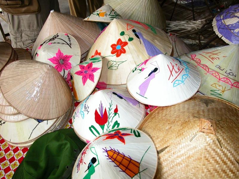 Đến Huế, mục sở thị làng nghề nón lá Tây Hồ
