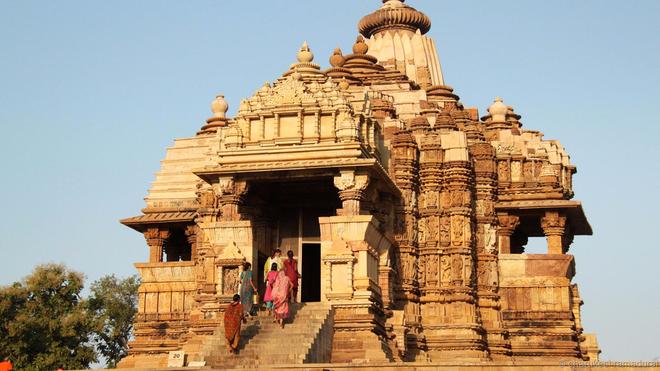 Độc đáo những điêu khắc 'phòng the' trong đền Ấn Độ