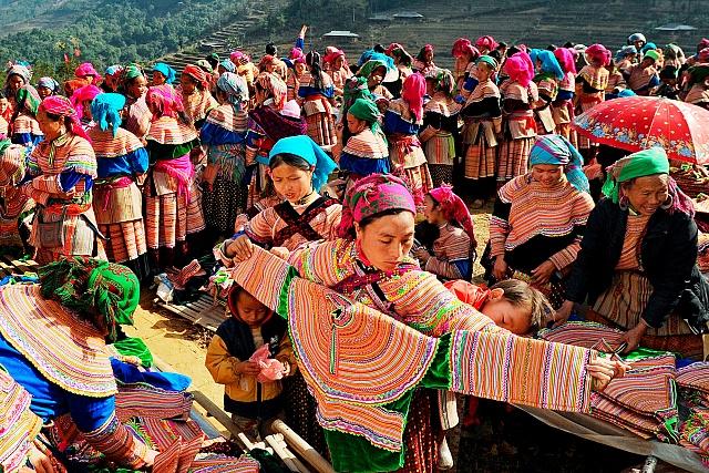 Những phiên chợ đặc biệt trên cao nguyên đá Hà Giang