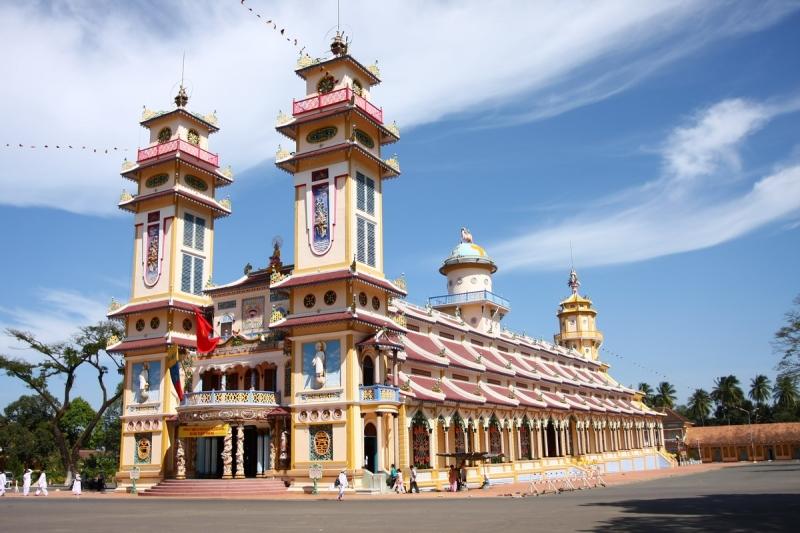 Tham quan tòa thánh Tây Ninh