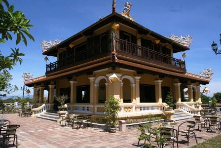 Vào kinh thành Huế uống cà phê, ngắm kiến trúc đẹp