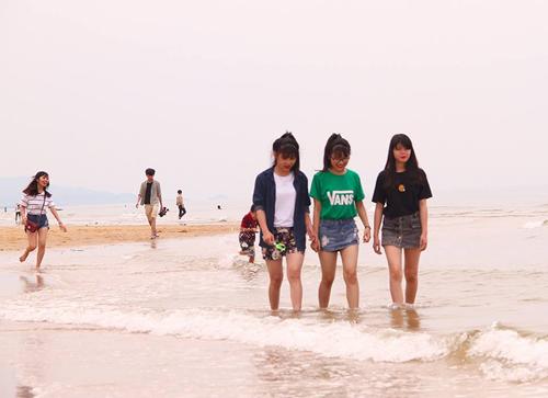 Hà Tĩnh vắng khách tắm biển, Phú Yên đông đến 'cháy phòng'