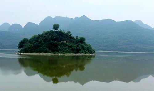Những địa danh như 'vịnh Hạ Long' ở Việt Nam