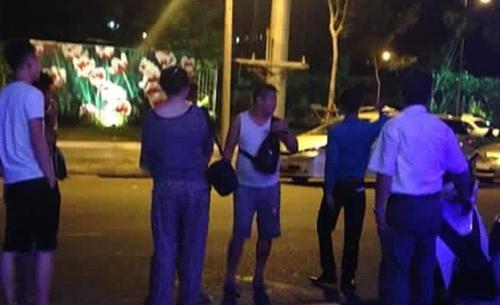 Phạt công ty lữ hành để khách Trung Quốc đốt tiền Việt trong bar