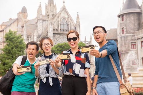 Quyền Linh, Miu Lê săn vé du lịch giảm giá