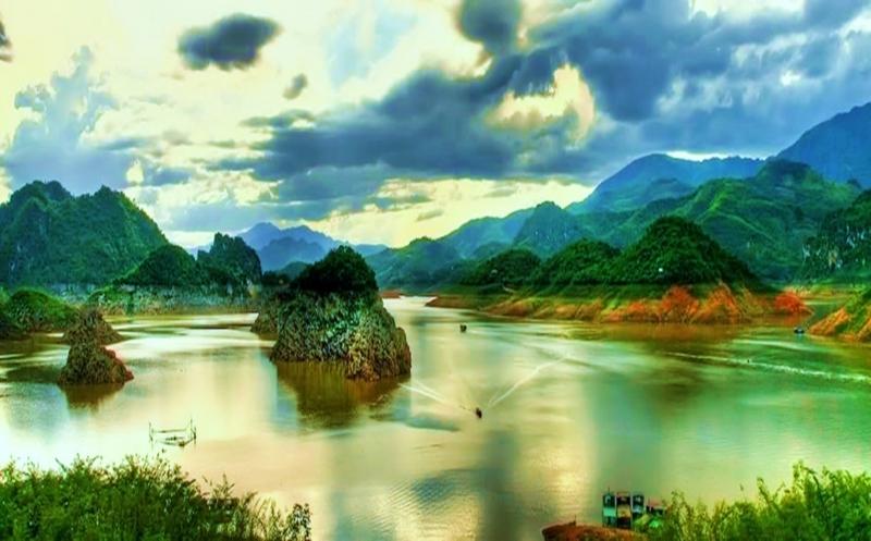 'Tranh sơn thủy' Thung Nai hút lòng du khách