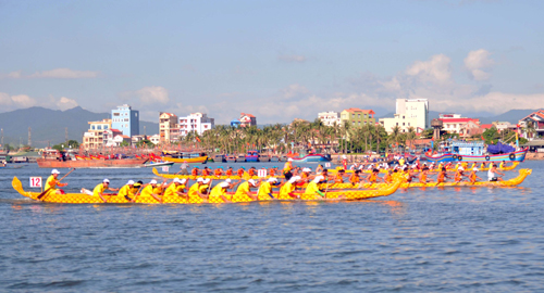 Sông Nhật Lệ tưng bừng giải đua thuyền quốc tế